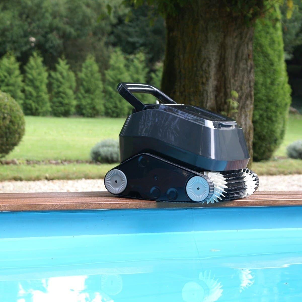 Оборудование по уборке бассейна